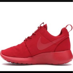 NIKE ROSHE RUN TRIPLE RED
